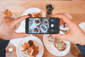 Instagram - kanał społecznościowy pozwalający na komunikację wizualną. Coraz popularniejszy, również dzięki smartfonom.